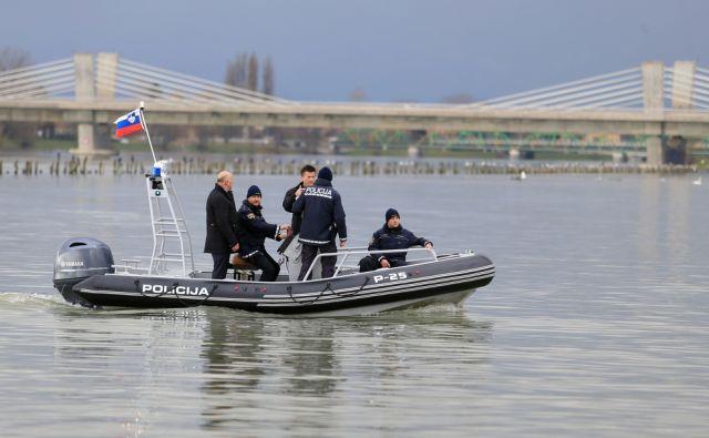 Krst policijskega čolna na Ptujskem jezeru 18.11.2016, Ptuj [slovenska policija, policijski čoln, ptujsko jezero]