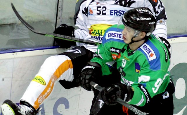 Pem Nik in Duller Christoph na hokejski tekmi Olimpija Dornbirn,Ljubljana Slovenija 13.10.2015 [Šport,hokej]
