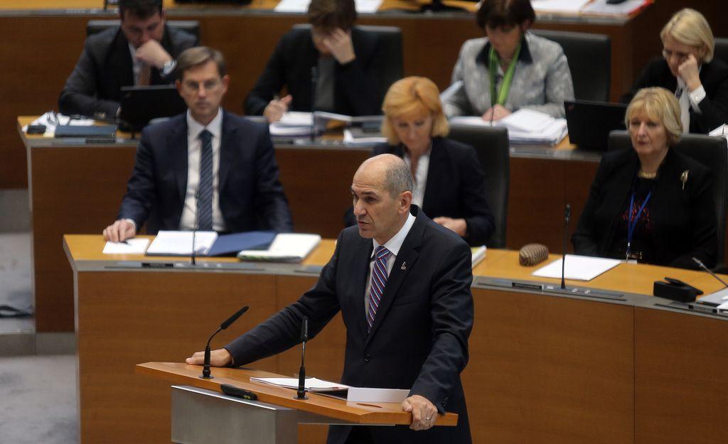 DZ zavrnil sklep SDS in po 16 urah končal razpravo o interpelaciji vlade