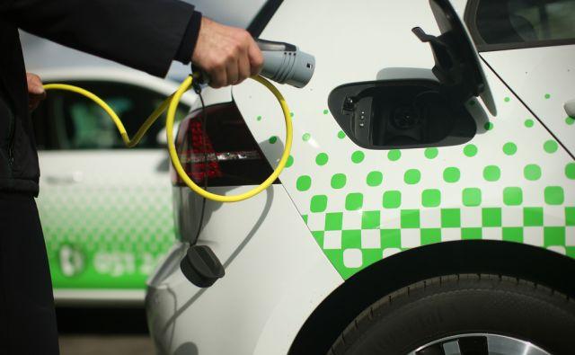 Električna osebna vozila v Ljubljanskem potniškem prometu. Volkswagen e-Golf. Ljubljana, Slovenija 3.oktobra 2016. [LPP,elekrična vozila,e-Golf,Volkswagen,avtomobili,zelena energija]