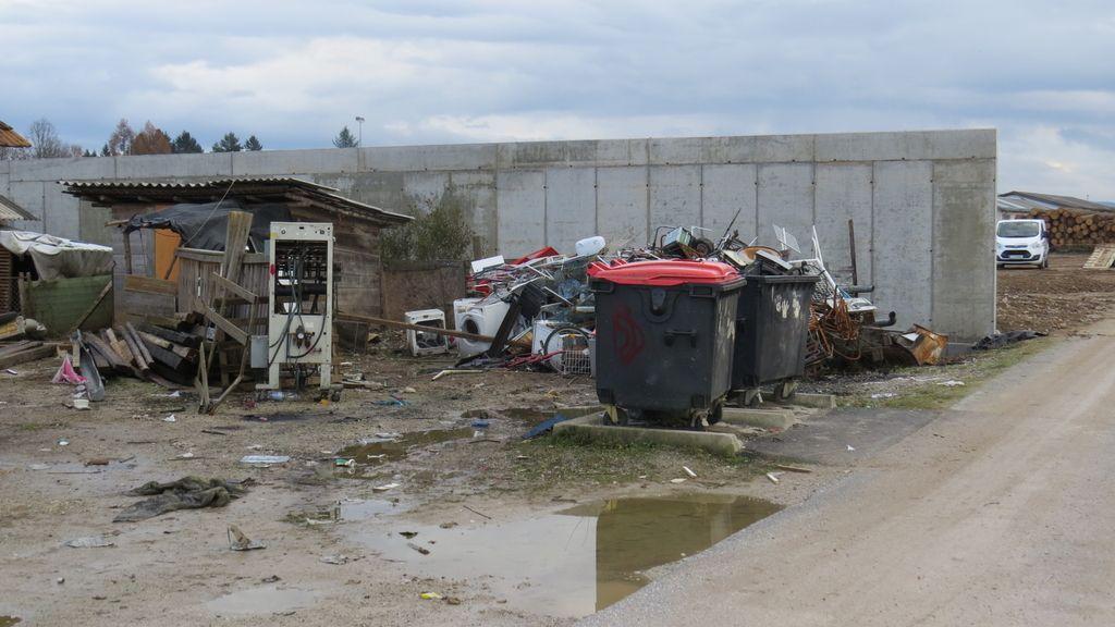 Romov se je odkrižal kar z betonskim zidom