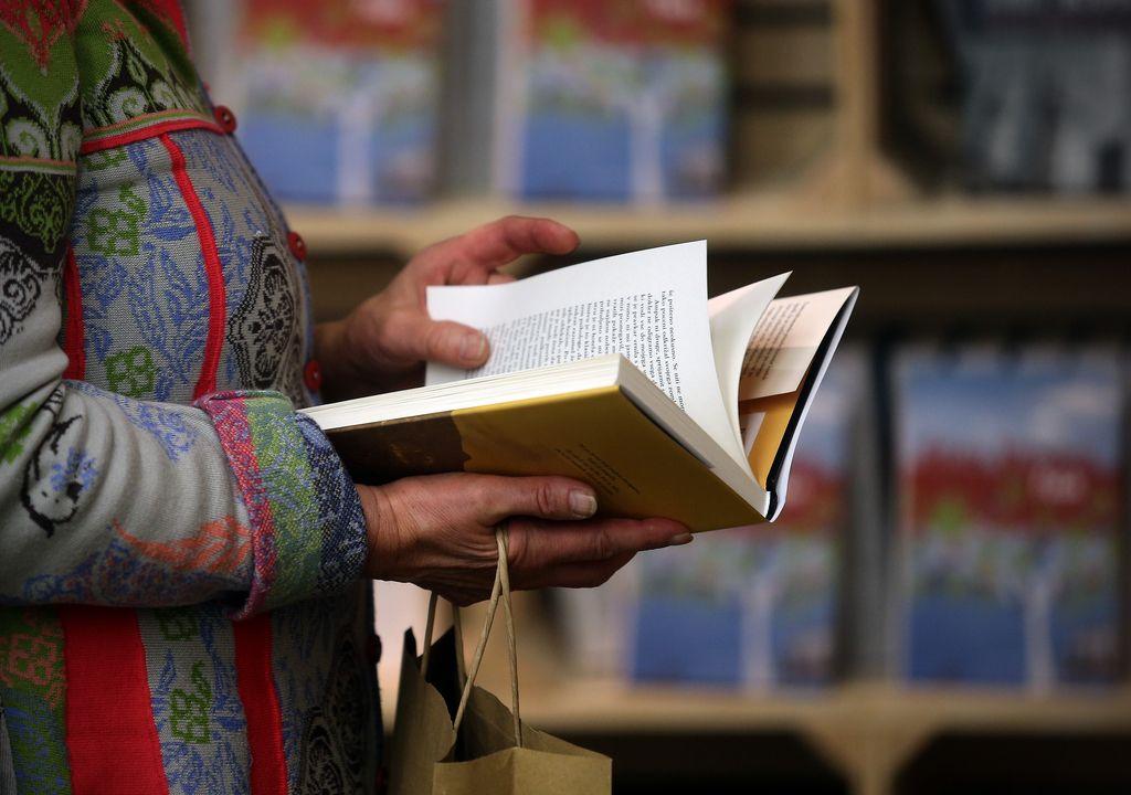 Pomisleki: Iz čitalnice k Hostarju