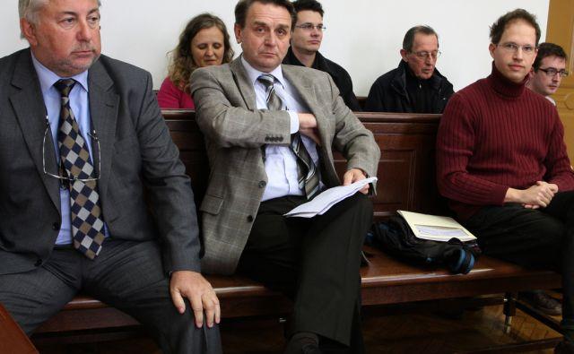 Slovenija, Maribor, 17.3.2009 - z leve: MLINARIC Blaz, solastnik MTB, LEDNIK Viktor, direktor MTB in KLIPSTETER Tomaz, novinar casnika Dnevnik  foto:Tadej Regent/Delo