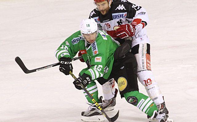 HDD Olimpija - HC TWK Innsbruck. Mušič Aleš v napadu. V Ljubljani 3.12.2016[Hokej.Ebel.Olimpija.Mušič Aleš]
