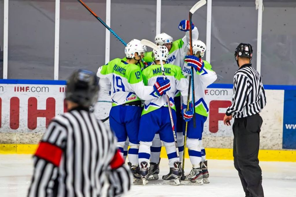 Mladi hokejisti v boj za napredovanje na domačem ledu