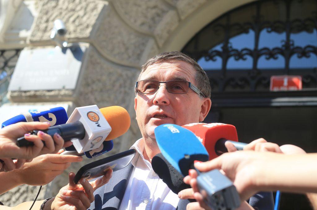 Društvo novinarjev Fištravcu očita poskus obvladovanja v medijih