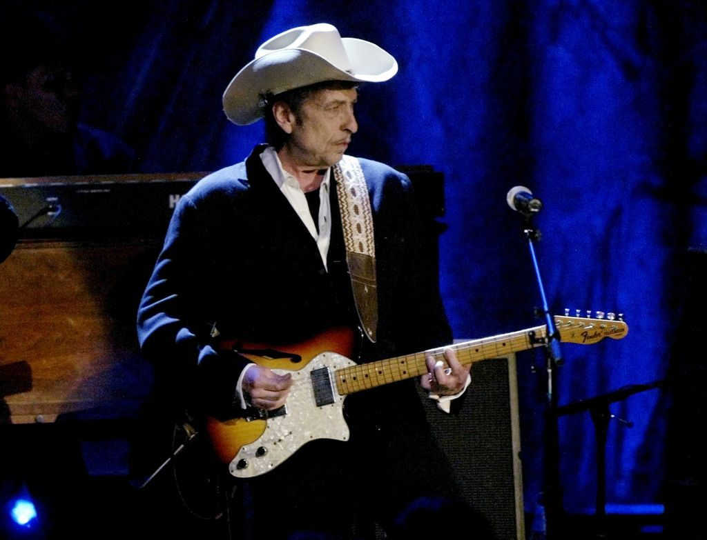 Bob Dylan bo konec tedna vendarle prišel po Nobelovo nagrado