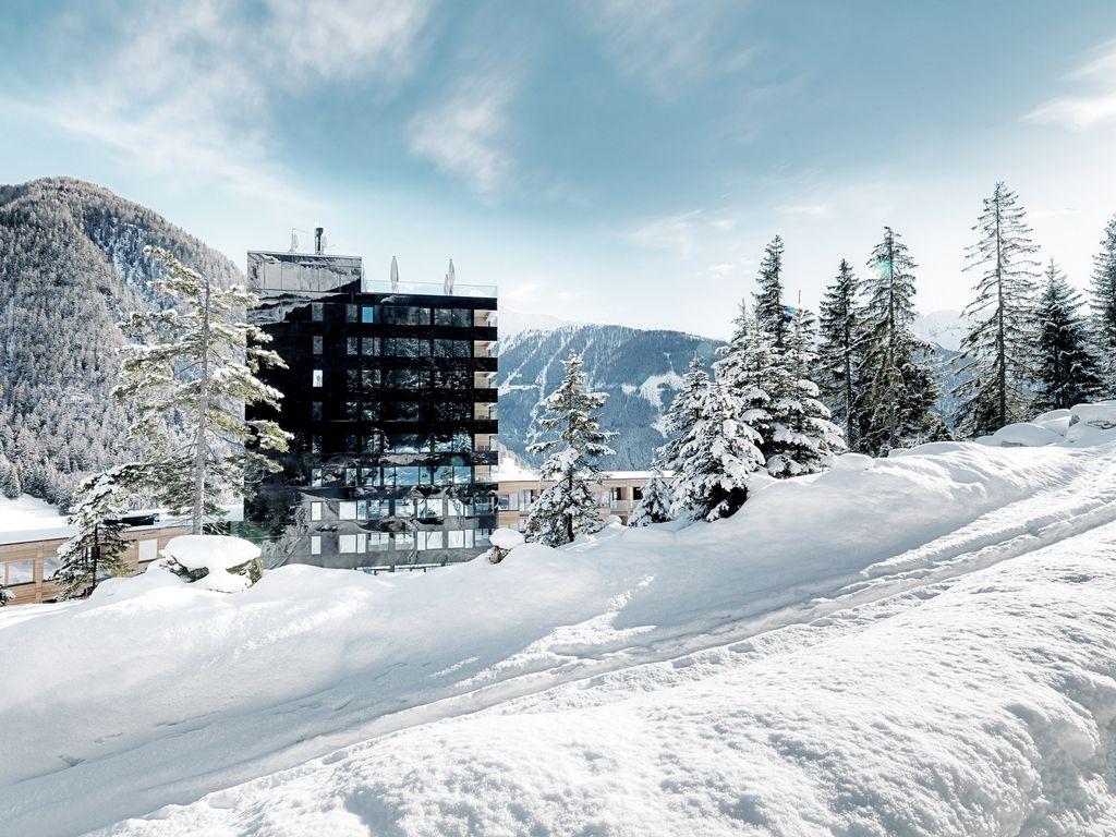 Najbolj zeleni hotel Evrope v oazi miru pod ledeniki Velikega Kleka