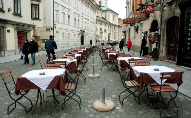 SLOVENIJA LJUBLJANA 26.10.2009 NABITO POLNI LJUBLJANSKI LOKALI V STARI LJUBLJANI PRI STOLNICI FOTO:ROMAN SIPIC/DELO