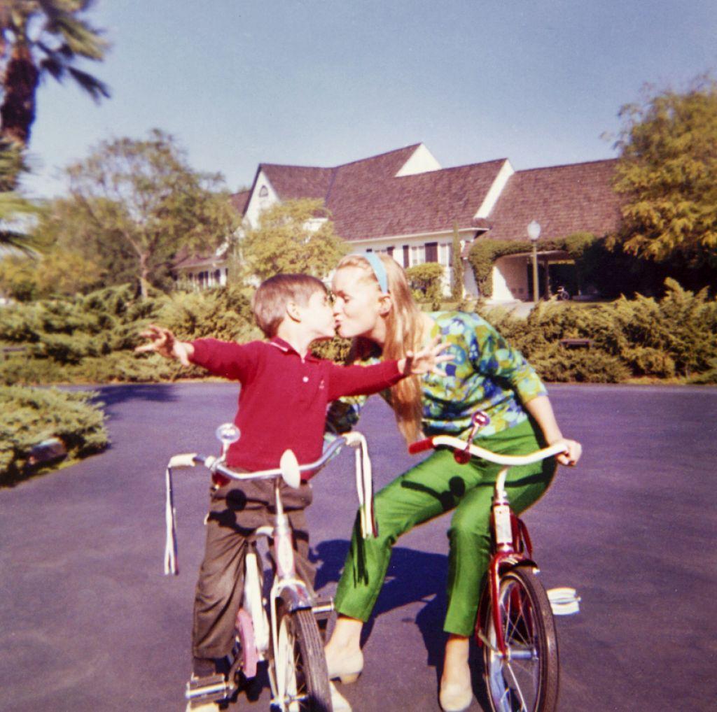 Dokumentirano: Carrie Fisher in Debbie Reynolds v siju žarometov