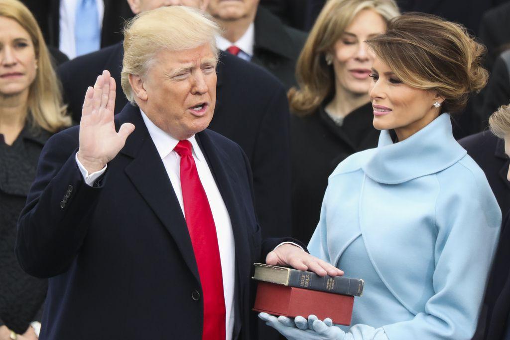 Revoltirana anketa: Z zaskrbljenostjo v Trumpovo dobo