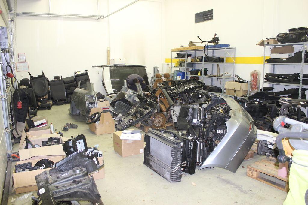 Na servisih uporabljali ukradene avtomobilske dele