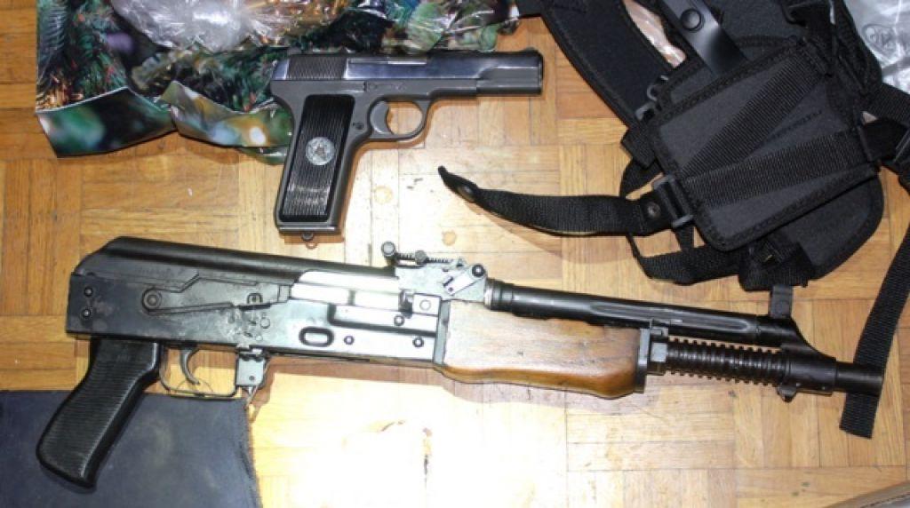 Kazen za prodajo orožja bosta odslužila z delom