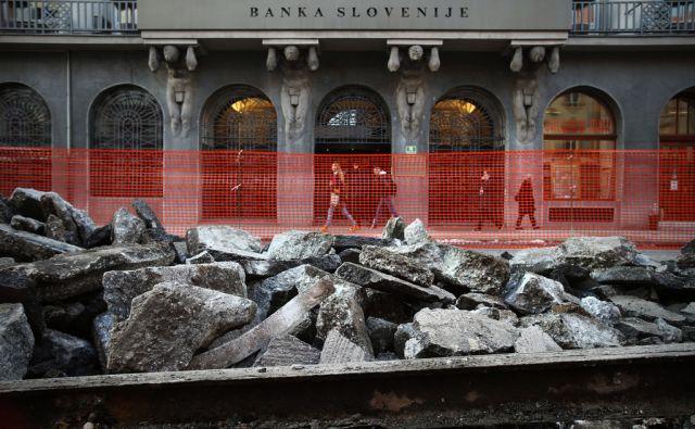 Banka Slovenije in prenova Slovenske ceste. Ob razbijanju asfalta so se pokazale tramvajske tračnice. Ljubljani, Slovenija 7.januarja 2015.