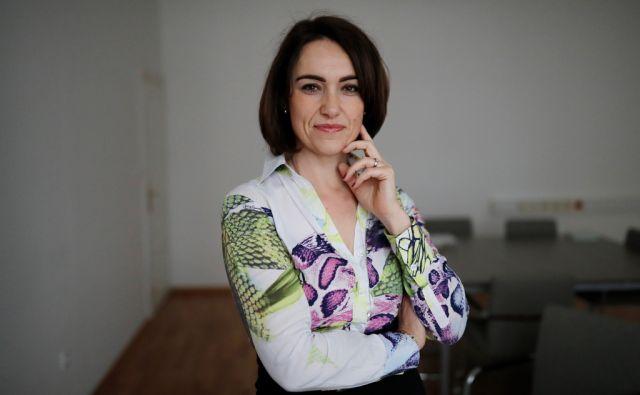 OZADJA - Marija Škof