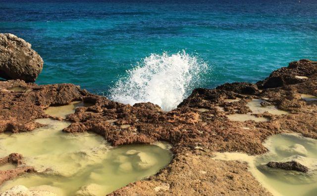 Motivi z Lampeduze, Italija 8.oktobra 2015 [morje,kamnine,reliefi,morske obale,plaže,narava,Lampeduza,Italija]