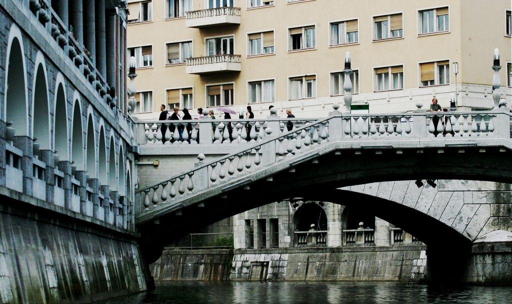 Štiri milijarde evrov od tujih turistov do leta 2022