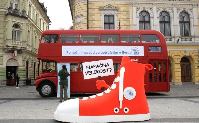 Potrošniški avtobus na Kongresnem trgu 15.marca 2016 [avtobusi,Ljubljana,Kongresni trg,potrošniki]