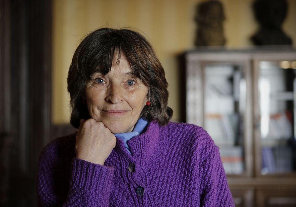 Ifigenija Simonović: Še se spomnim hladu železne ograjice