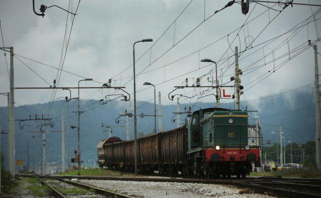 Tovorni vlak na ranžirni postaji Polje - Zalog. Ljubljana, Slovenija 10.junija 2016. [Slovenske železnice,železnice,vlaki,tiri,železniški promet,vagoni,tovorni vagoni,tovor]