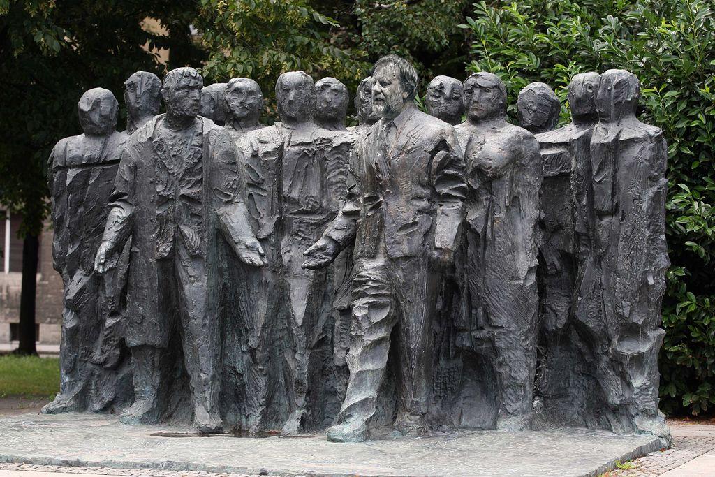 V Zizkih Raste Spomenik Rojaku Slavoju Zizku