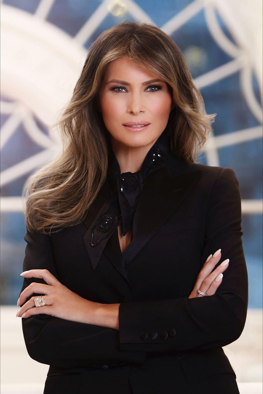 Bela hiša predstavila uradni portret prve dame Melanie Trump