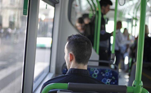Ljubljana, 30. marec 2017 [motivi,ljudje,mladi,osamljenost,avtobusi]