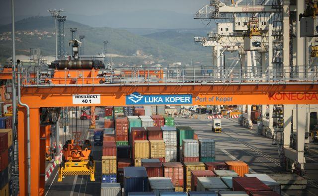Luka Koper, kamor je danes priplul nov kontejnerski žerjav, domnevno največji v regiji. Koper, Slovenija 5.april 2017. [Luka Koper,Koper,kontejnerski žerjavi,pristaniški žerjavi,industrijska dvigala,kontejnerji,pristanišča,gospodarstvo,transport