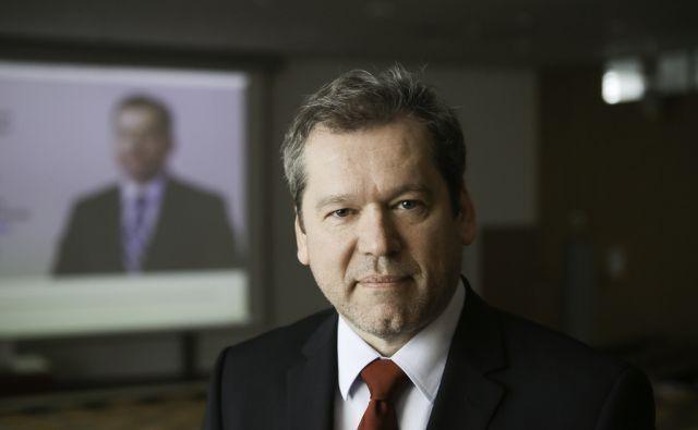 Dr. Igor Papić