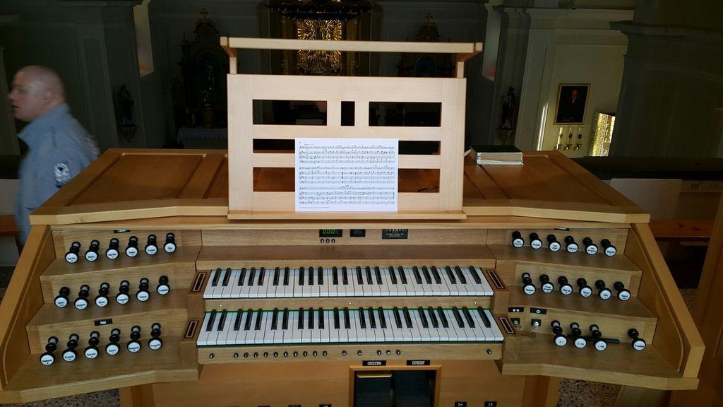 Skrivnostna dobrotnica prispevala za orgle