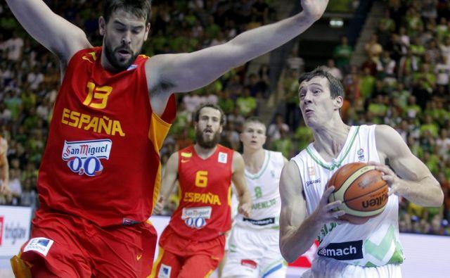 Goran Dragić in Marc Gasol med tekmo Slovenije proti Španiji na EP v košarki,Celje Slovenija 05.09.2013