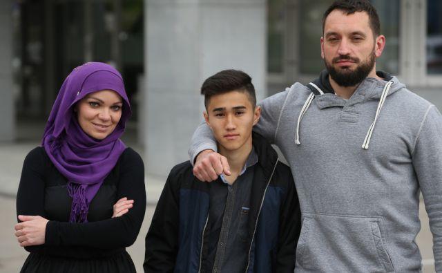 Faila Pašić, Hossein Ahmadi in Andrej Žveglič Ljubljana 12.4.2017 [tajski box,migrant]