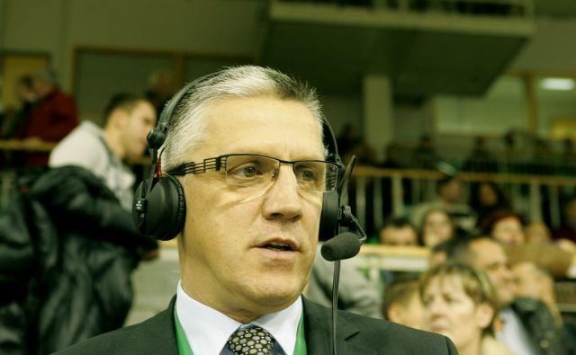 SLOVENIJA,LJUBLJANA, 24.11.2009,BIVSI KOSARKA IN  KOMENTATOR PETER VILFAN NA TEKMI MED OLIMPIJO IN LOTTOMATICO. FOTO:MAVRIC PIVK/DELO