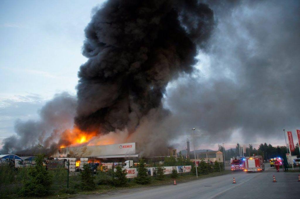 Požar v Kemisu: Onesnaženje potoka Tojnica ocenjujejo kot katastrofalno