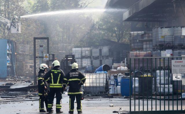hud požar v skladišču nevarnih odpadkov Kemis. Vrhnika, 16.5.2017. Foto: Marko Feist