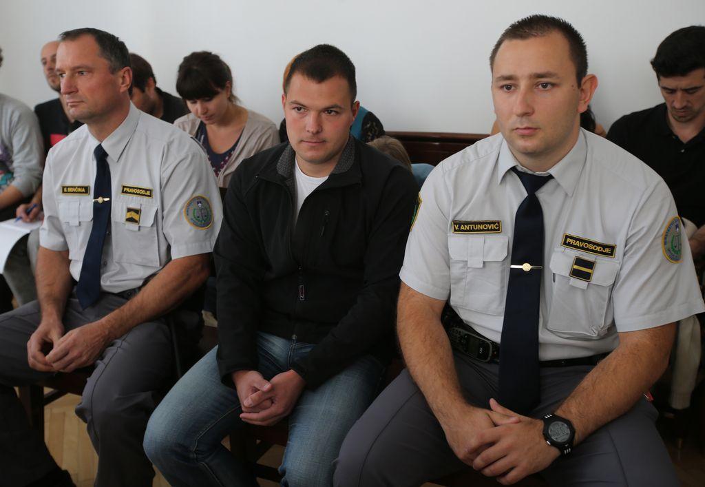 Višji sodniki potrdili kazen bombašu