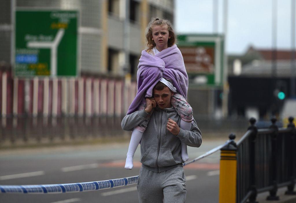 Najmanj 22 smrtnih žrtev eksplozije v Manchestru