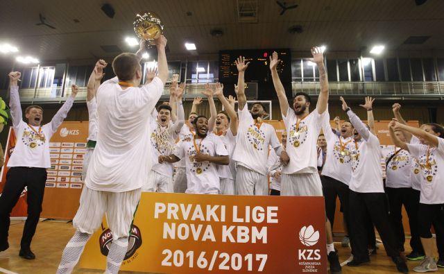 Olimpija postala državni prvak. Tekma med Olimpijo in Rogaško v Ljublani, 24. maj 2017 [košarka,Olimpija,Rogaška,Ljubljana,državni prvaki]