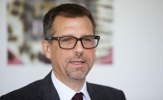 Dr. Shawn Lee Silvestri vodja globalnega razvoja izdelkov v podjetju Sandoz 22.5.2017 Ljubljana Slovenija [Dr. Shawn Lee Silvestri,Ljubljana,Slovenija]