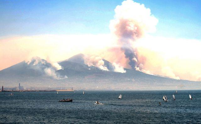 ITALY-ENVIRONMENT-VESUVIUS-FIRE