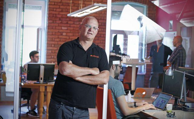 Ori Lahav, šef izraelsko-ameriške firme Outbrain, ki je kupilo podjetje startup Zemanta. Ljubljana, 25. julij 2017 [Ori Lahav,Outbrain,Zemanta,Ljubljana,portreti]