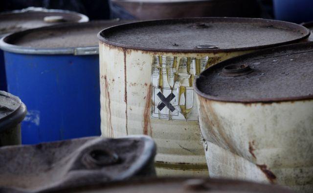 Nepravilno skladiščenje nevarnih odpadkov v Javor-ju. V Pivki 1.8.2017[Javor.nevarni odpadki.nevarne kemikalije]