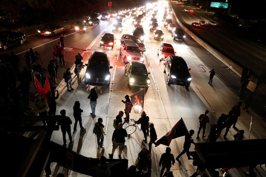 Avtomobil v protestnike proti shodu skrajnih desničarjev v Virginiji