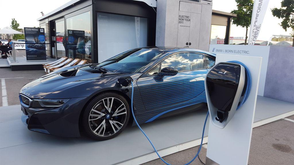 Prihodnost prometa je vsekakor »elektrificirana«