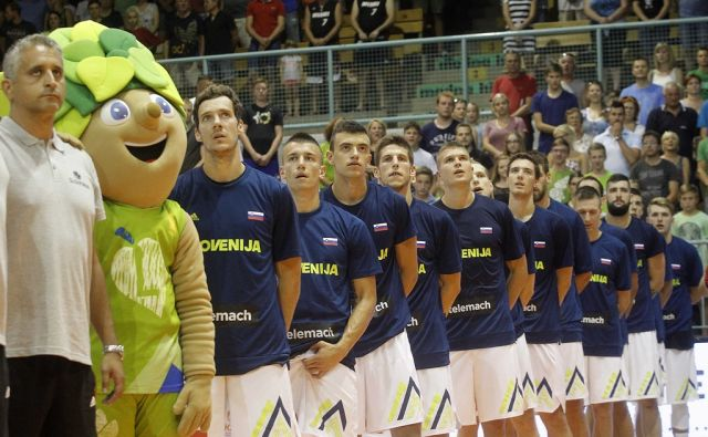 Reprezentančna tekma Slovenija - madžarska.Napad Jake Blažiča. V Mariboru 4.8.2017[Reprezentančna tekma.Slovenija.Madžarska.Jaka Blažič]