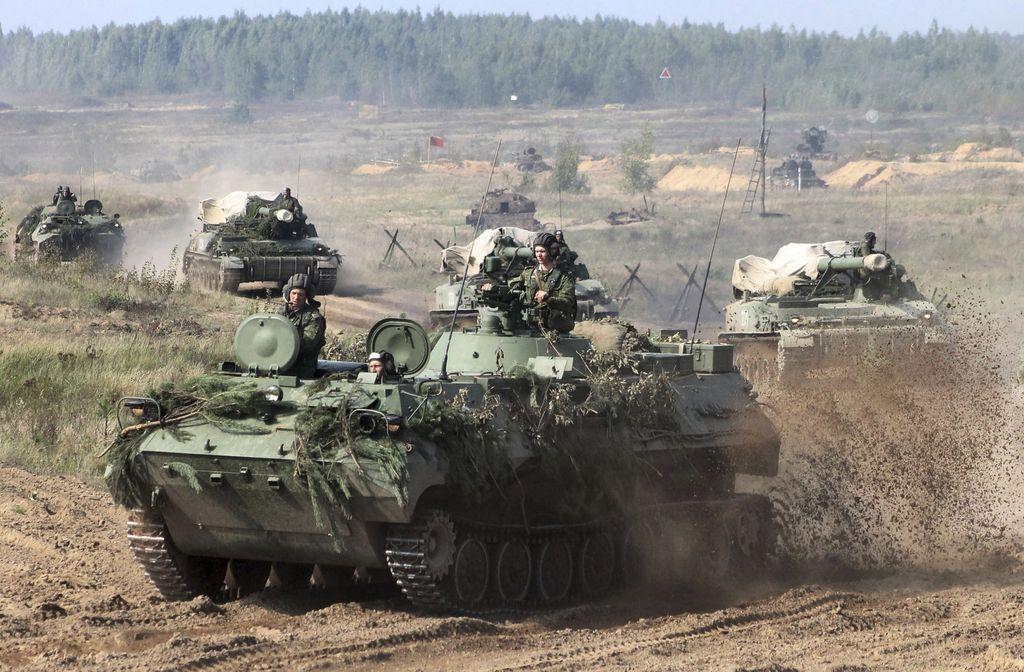 Obsežne vojaške vaje Rusije in Belorusije vznemirjajo Nato