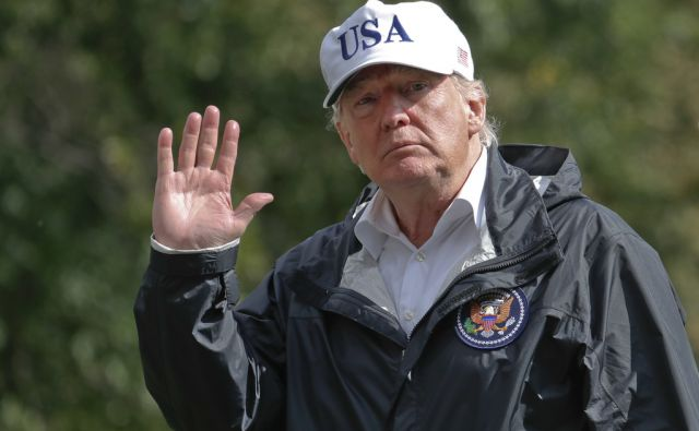 President Donald Trump waves as he arrives at the White House, Thursday, Sept. 14, 2017, in Washington. Trump is returning from Florida after viewing damage from Hurricane Irma. (AP Photo/Alex Brandon)