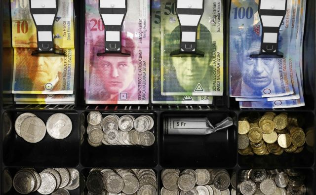 reut*SWISS-SNB/