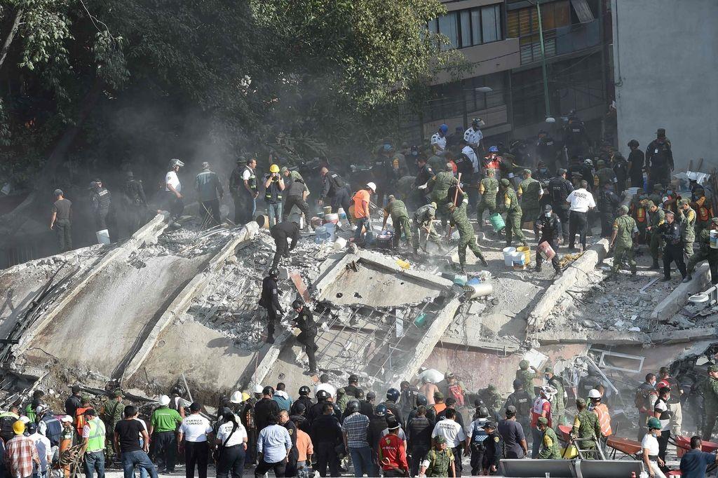 V potresu v Mehiki umrlo več kot 220 ljudi