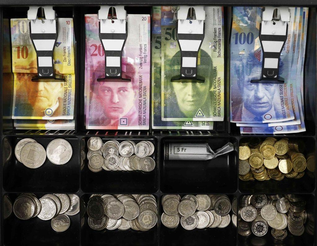 Švicarji spomladi na referendum o omejitvi bančnih posojil